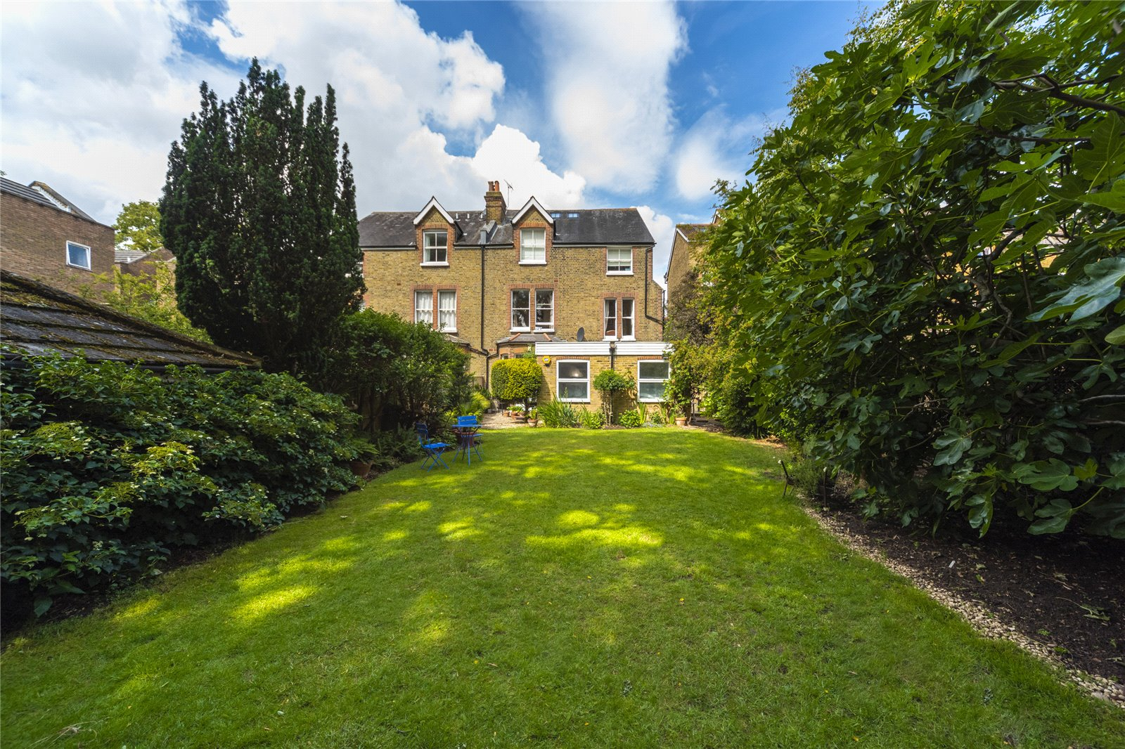 Lion Gate Gardens, Kew, TW9 2DW - Antony Roberts