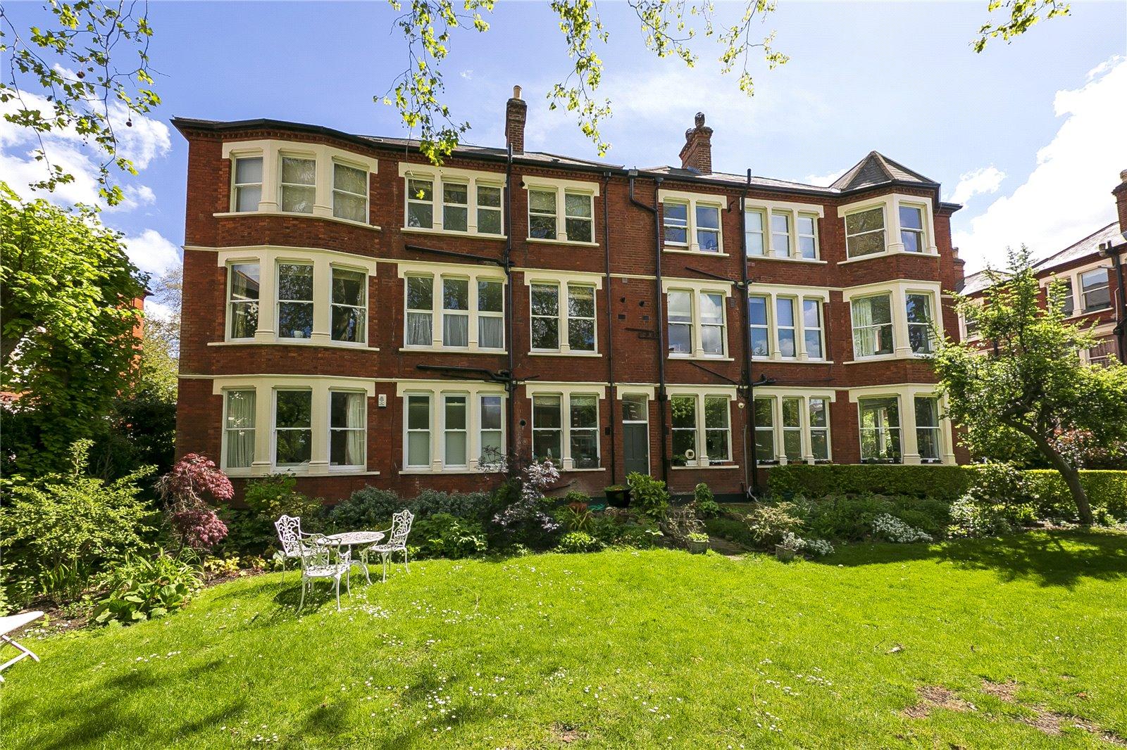 Balmoral Mansions, Clevedon Road, TW1 2HZ - Antony Roberts